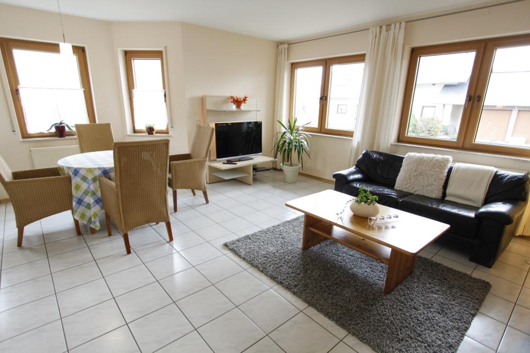 moselperle ferienwohnung fuer 2 4 personen 2 schlafzimmer. Black Bedroom Furniture Sets. Home Design Ideas