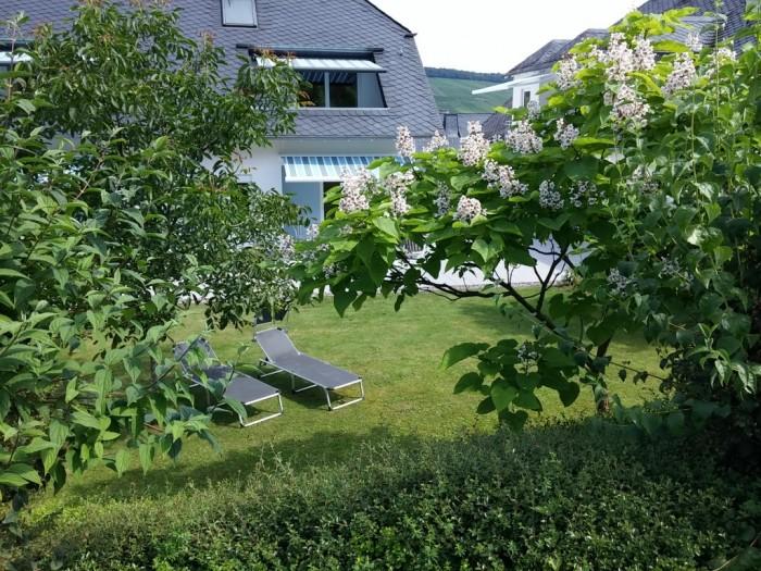Feriendomizil Roussel vom Garten aus gesehen