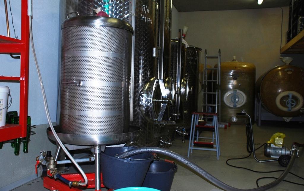 Keller im Weingut Roussel in Andel/ Mosel